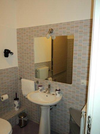 Nuovo Cortile Palermo: bagno camera