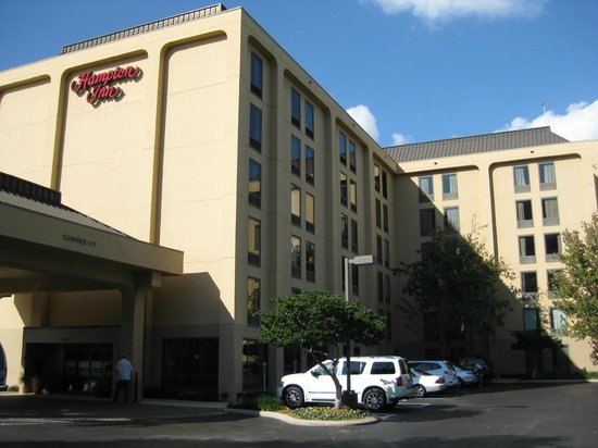 Hampton Inn Tampa International Airport / Westshore: Front of Hampton Westshore in Tampa