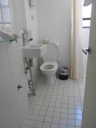 Park Regis City Centre:                   Tiny bathroom