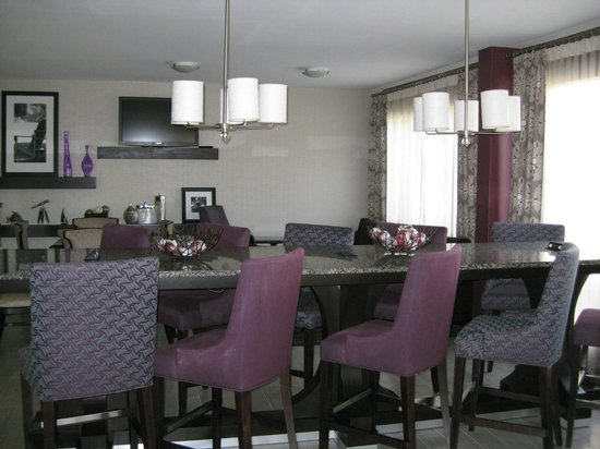 Hampton Inn Tampa International Airport / Westshore: Breakfast eating area