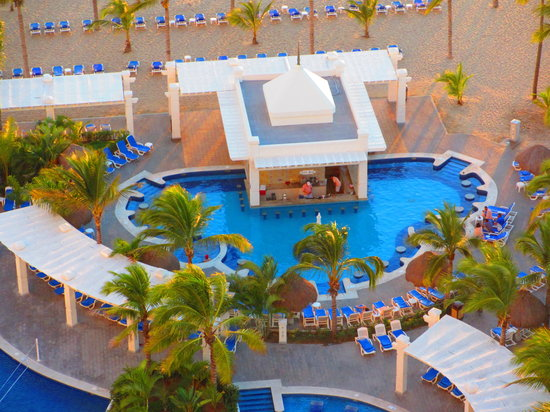 Hotel Riu Emerald Bay :                                     Swim Up Bar Pool Side