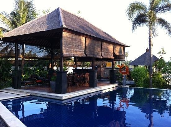 Villa L'Orange Bali:                   Pool area overlooking the dining area