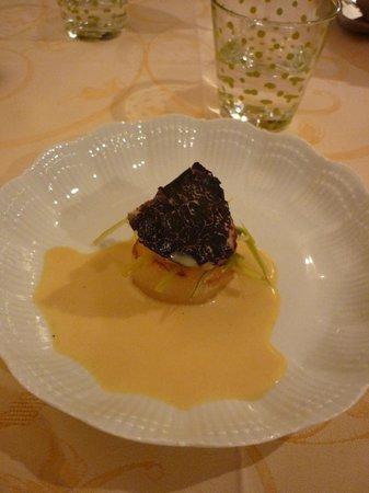 Le Montcenis:                   St jacques poelée et truffe fraîche