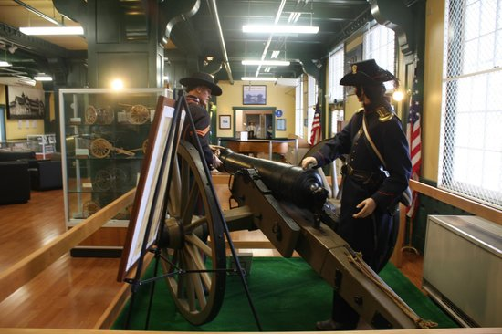 Ft. Lewis Military Museum:                                     At the start of the Civil War, regular army troops went East