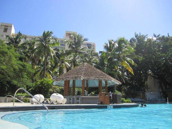 El San Juan Hotel, Curio Collection by Hilton:                   pool and cabana bar