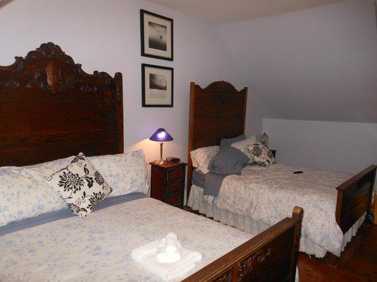 The Maplegrove Inn:                   My room
