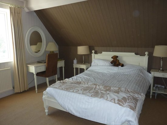 Fosse Manor Hotel: The master bedroom