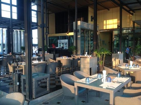 D Varee Charnvee Khao Yai :                   restaurant at golf clubhouse