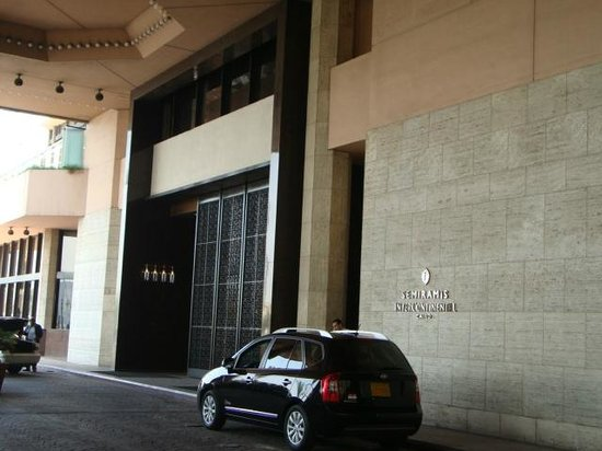InterContinental Cairo Semiramis: Hotel Entrance