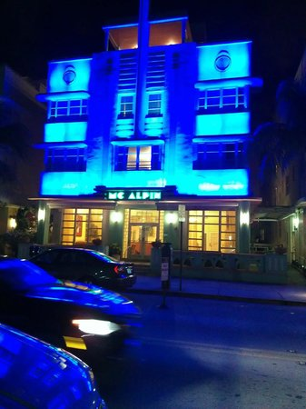 Hilton Grand Vacations at McAlpin-Ocean Plaza:                   Hotel at night