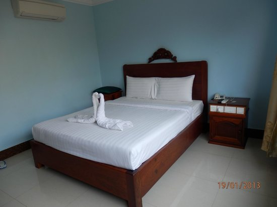 VY CHHE Hotel:                   Serviced bedroom