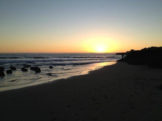 Ocean Echo Inn & Beach Cottages: Romantic sunset