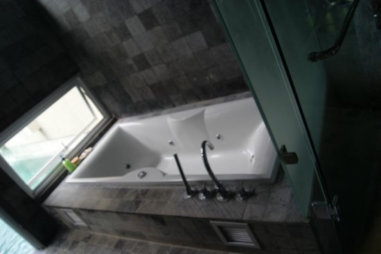 The Seiryu Villas:                   the bath tub overlooking the pool