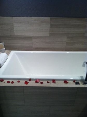 Ivy Boutique Hotel:                   soaking bath