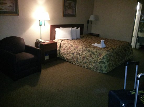 Travelodge Inn & Suites Orlando Airport: Bed