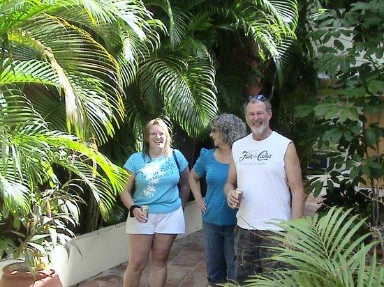 Casa Del Caribe Inn: Main Garden Area