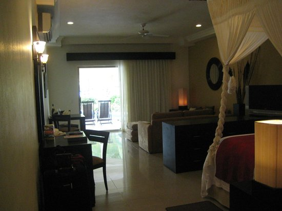 Sunset Royal Beach Resort:                   Our studio suite