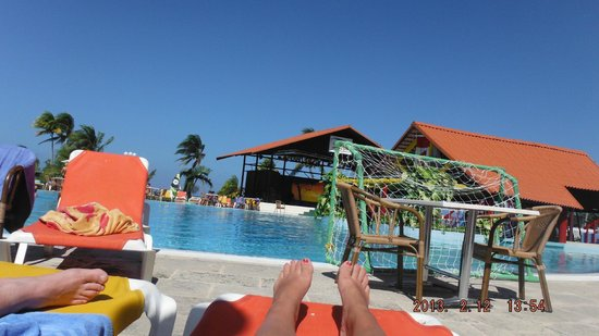 Brisas Guardalavaca Hotel:                   main pool and entertainment area