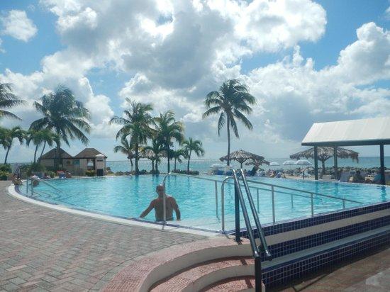 Flamingo Beach Resort:                   Poolside