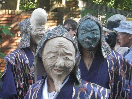 Goryo Shrine :                   面掛行列。翁、火吹男、福禄寿の3人です。