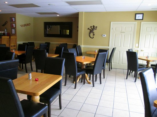 Kemptville, Canadá: Some tables but there are also more intimate booths.