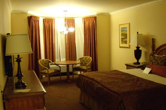Coventry Motor Inn: Room
