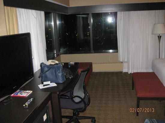 Hilton Quebec:                   Nice size room