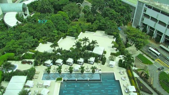 Mandarin Oriental, Singapore:                   view from room to the Pool