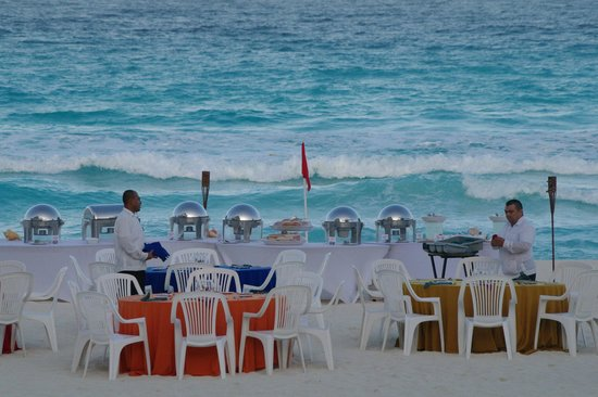 CasaMagna Marriott Cancun: Rehersal dinner on the beach