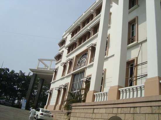 The Manohar Hyderabad:                   من الخارج