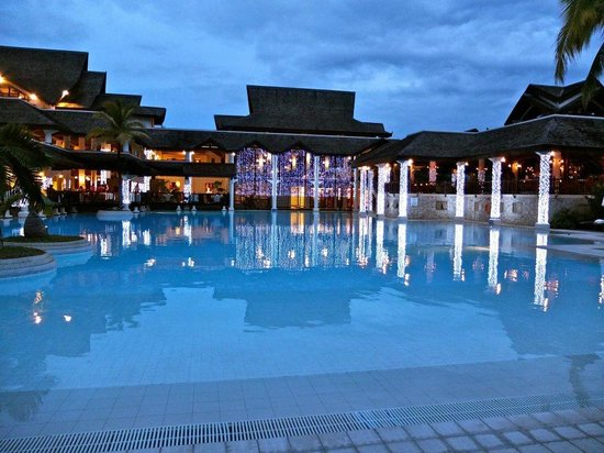 Sofitel Mauritius L'Imperial Resort & Spa:                   Pool in the evening