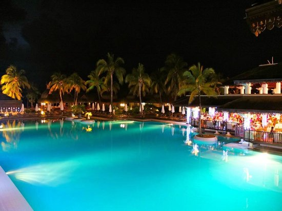 Sofitel Mauritius L'Imperial Resort & Spa:                   Beautiful pool area at night