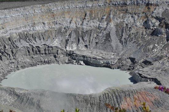 Poas Volcano:                   Crater del Volcán Poas