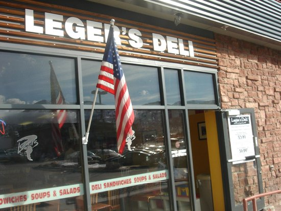 Leger's Deli-Kimball Junction: Front entrance.