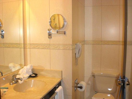 Barcelo Managua :                   Bath
