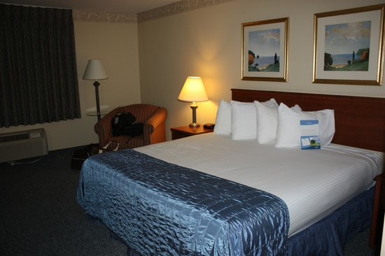 Baymont Inn & Suites Ft. Leonard / St. Robert: King room