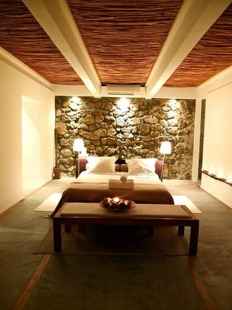 Bliss-Hotel Seychelles:                   Our room - the Birgo Suite - beautiful! :)
