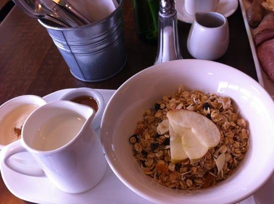 The Dizzy Witch Cafe:                   muesli