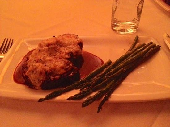 Fleming's Prime Steakhouse & Wine Bar: CHATEAUBRIAND WITH CRAB GLACAGE