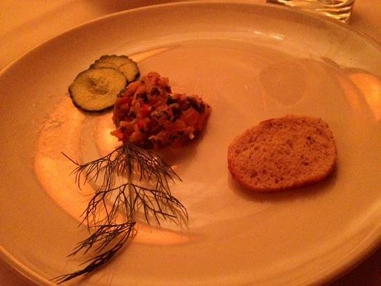 Fleming's Prime Steakhouse & Wine Bar: CITRUS MARINATED SALMON TARTAR