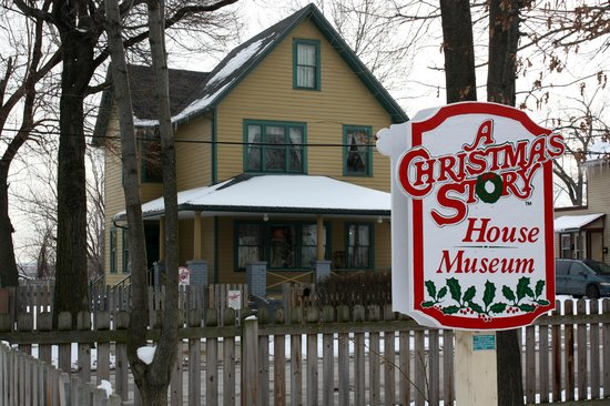 a christmas story house is that ralphie in the window nope leg lamp - When Did A Christmas Story Come Out