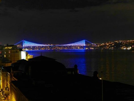 Karakoy Rooms: View of Bosphorus Bridge from my room