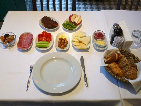 Karakoy Rooms: Breakfast