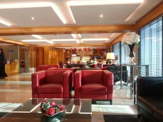 Golden Sands Hotel Apartments:                   Warm ambiance at the hotel lobby.