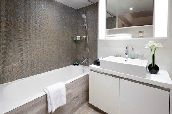 Shama Fortress Hill Serviced Apartment: Bathroom