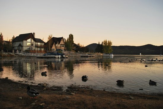 Big Bear Frontier Cabins & Hotel: Lake View