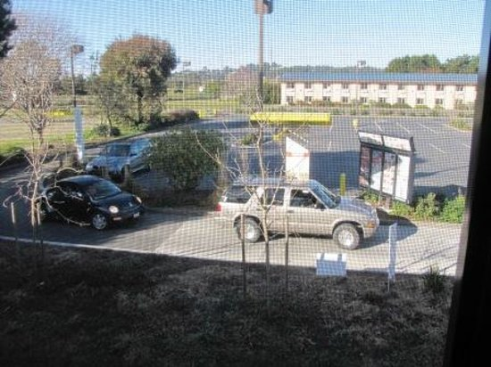 Super 8 Arcata : View of fast food ordering line
