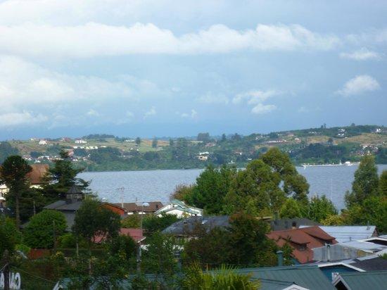 Hostal Opapa Juan:                   desde aquí se puede ver el lago , esta es una habitación quintuple