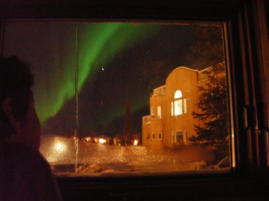 Blue Raven B&B: Watching aurora from my loft bed