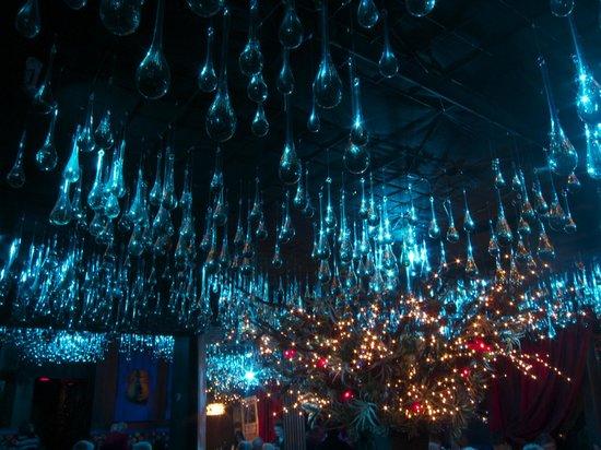 Elvira's: Ceiling in purple/blue changeover